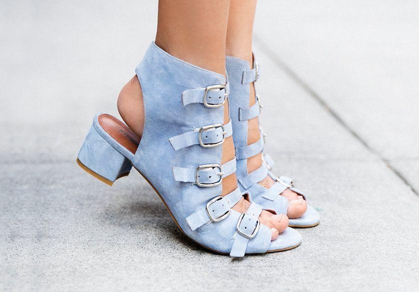Les chaussures à boucles