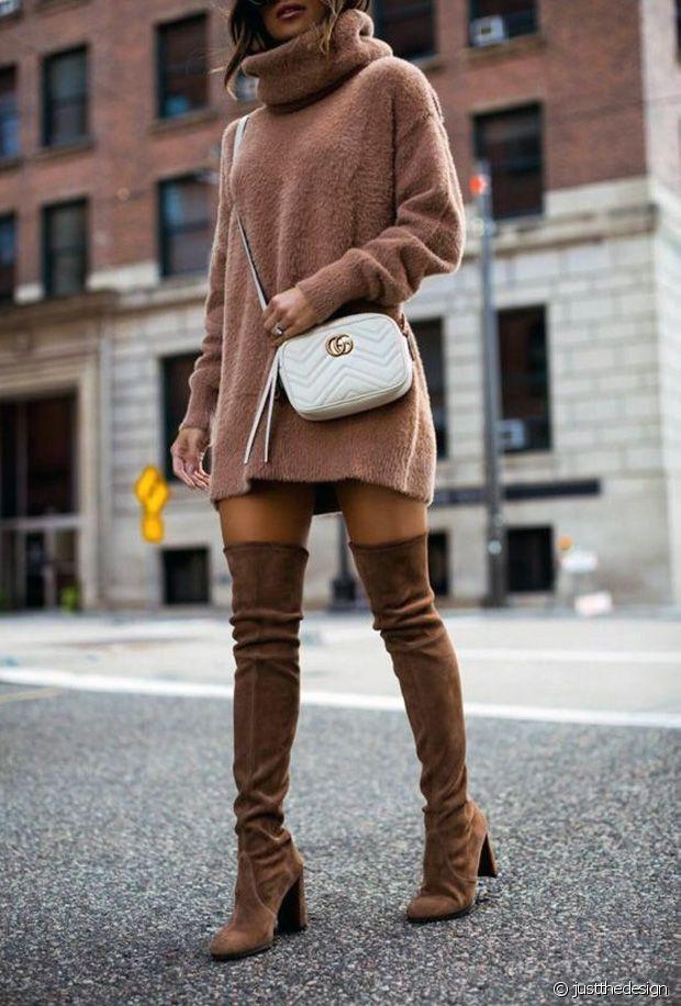 Robe-pull en maille + cuissardes = l'ultime combo de l'hiver