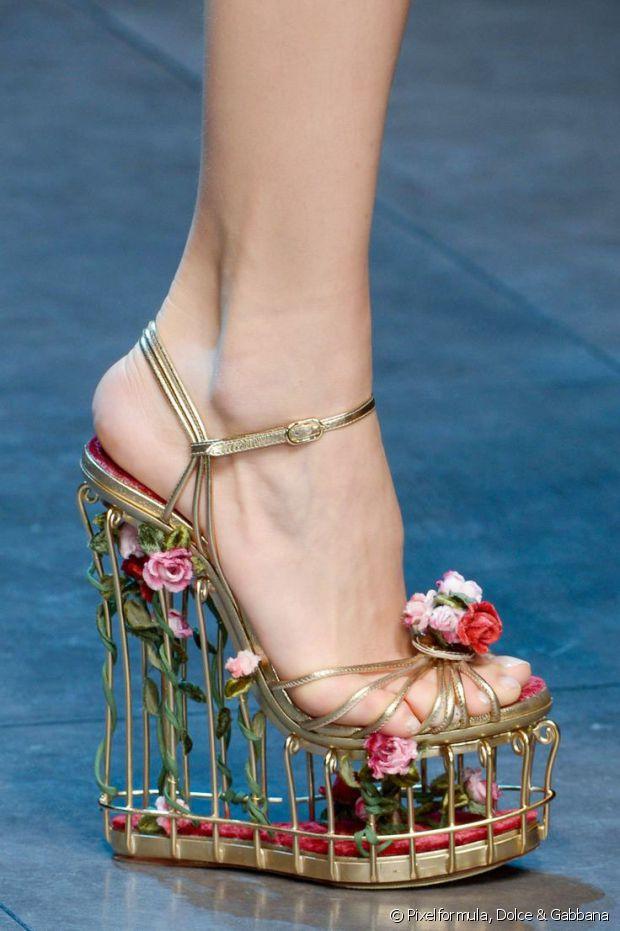 Oh ça ? C'est juste une chaussure-cage avec 37 centimètres de talons dans laquelle poussent des fleurs, rien de bien fou
