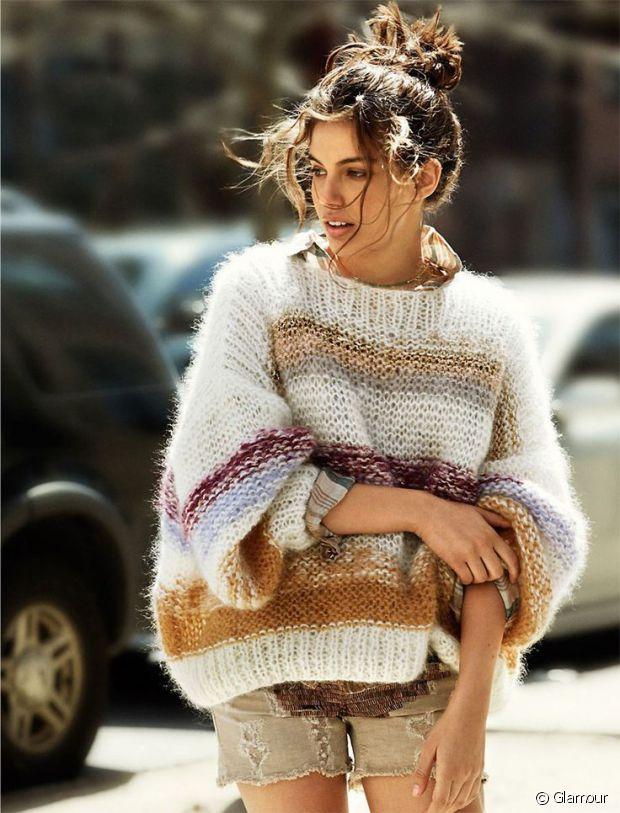 Pour avoir le look Isabel Marant enfilez un gros pull en maille, faites un chignon en vitesse et voilà : rien de plus simple !
