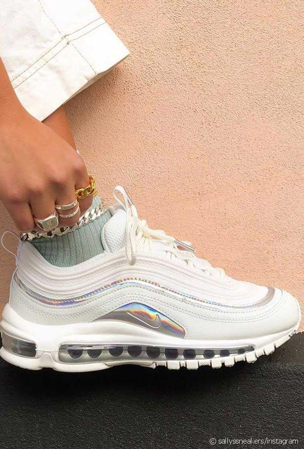Des chaussures holographiques aux mille reflets pour le