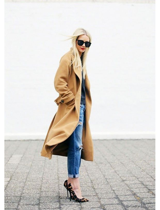 Jean boyfriend + manteau long camel + escarpins léopard = un look tout à fait validé