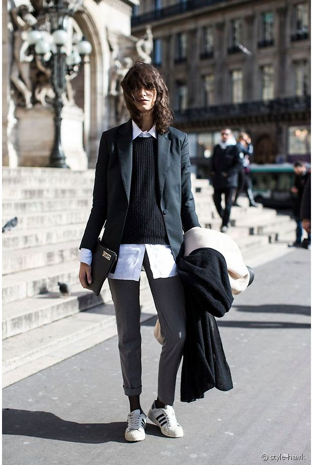 Un très bon exemple de look Preppy Rock !