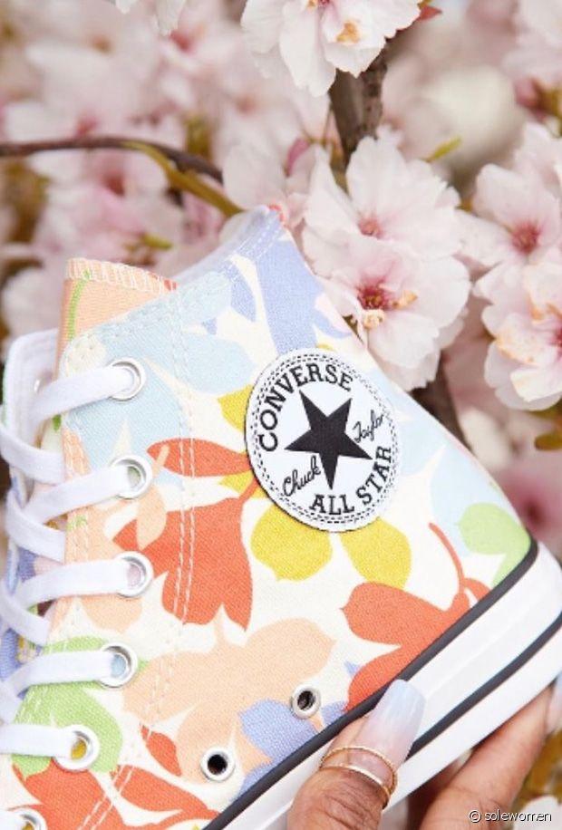 Sélection de baskets fleuries pour le printemps-été 2021