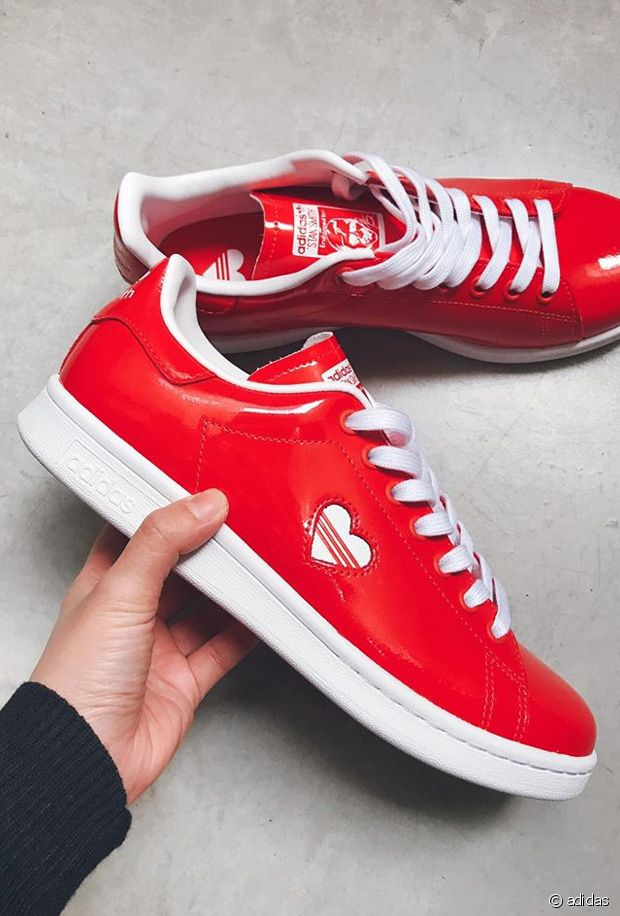 adidas sort deux paires de baskets stan smith pour la saint ...