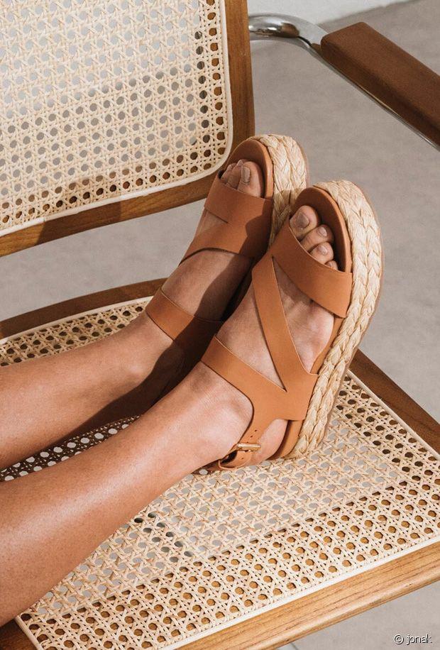 Sandales cognac : la sélection de chaussures marrons pour le printemps-été 2021