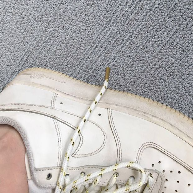 Lacets or et blanc sur Air Force 1 !