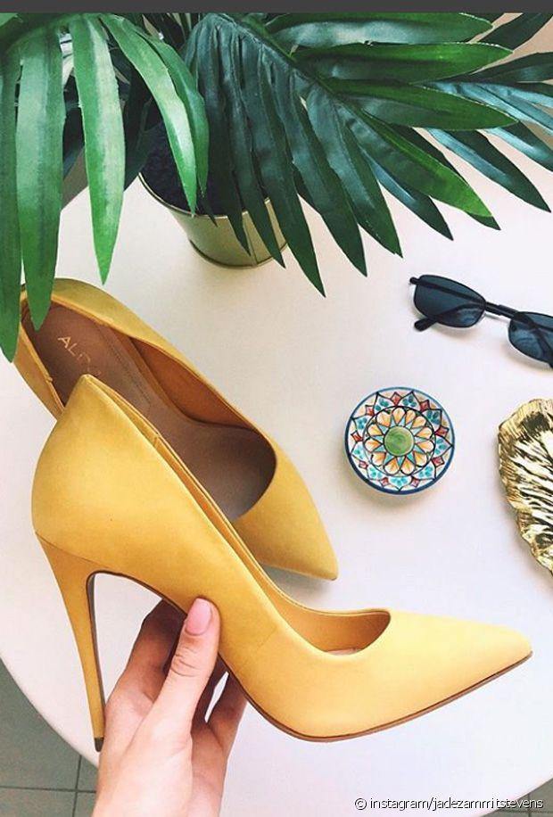 Comment porter des escarpins jaunes ?