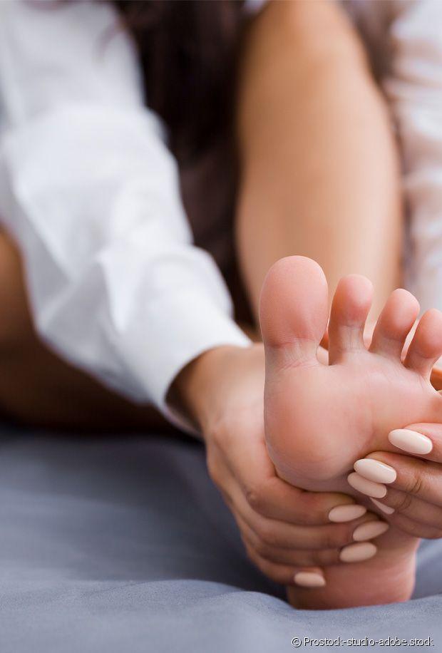 Astuces et remèdes contre les pieds gonflés