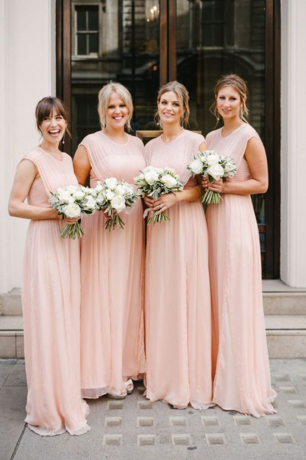 La robe longue plissée : une valeur sûre !