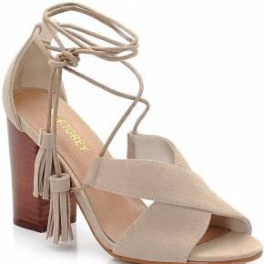 Sandales à talon en cuir. soft grey
