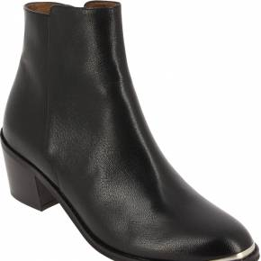 Boots dowly