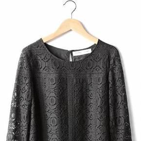 Robe courte évasée dessinée par sézane. sezane