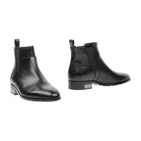 8acfa0edaf0 Les bottes rétro-futuristes du défilé Christian Dior Haute Couture