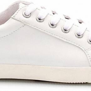 Baskets. soft grey blanc