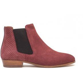 Chelsea boots en veau velours. pied de biche...
