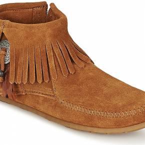 Boots femmes minnetonka concho feather side zip...