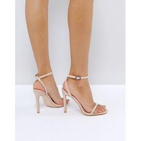 Femme public desire - notion - sandales...